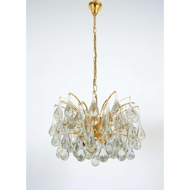 Murano, Venini & Co. Delicate Murano Glass and gilded Brass Tear Drop Chandelier, 1970 For Sale - Image 4 of 8