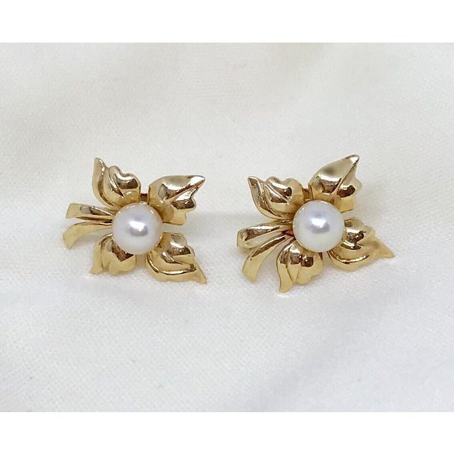 1950s Vintage 14k Gold and Cultured Pearl Screw Back Earrings For Sale - Image 4 of 5