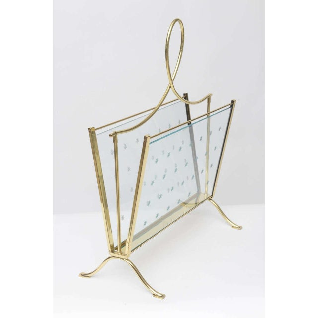 Hollywood Regency 1940s Italian Brass Magazine Rack with Hand-Cut Starburst Glass Panels For Sale - Image 3 of 10