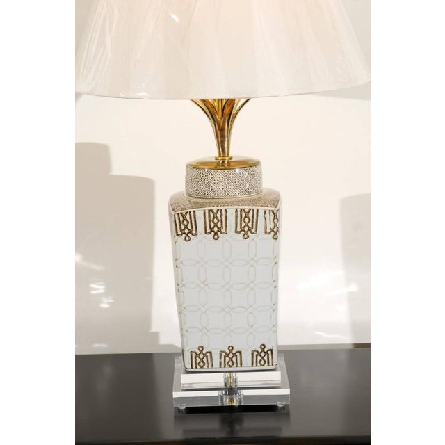 Stylish Pair of Modern Chippendale Style Ceramic Lamps For Sale - Image 4 of 9