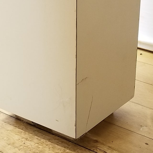 1970s Mid Century Modern Beige Laminate Parsons Writing Desk For Sale In Chicago - Image 6 of 8