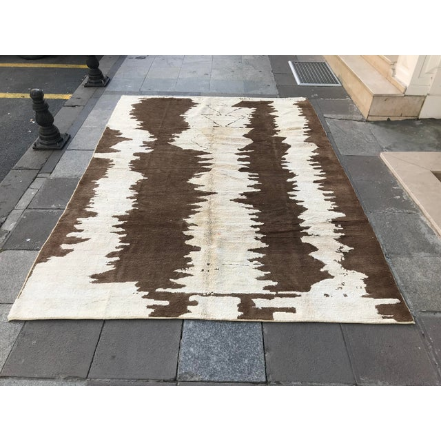 Turkish Floor Oversize Handwoven Brown and White Hemp Rug For Sale - Image 10 of 10