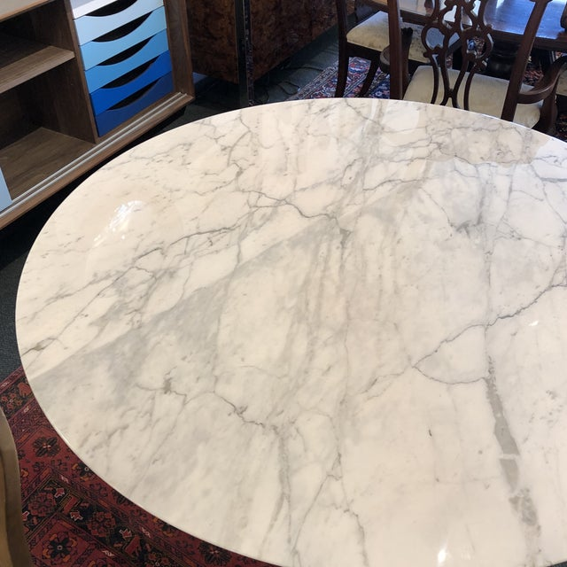 White Saarinen Carrar Marble Tulip Table For Sale - Image 8 of 13