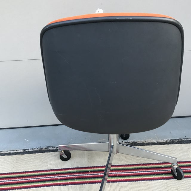 Knoll 1970s Vintage Steelcase for Knoll Orange Office Chair For Sale - Image 4 of 10