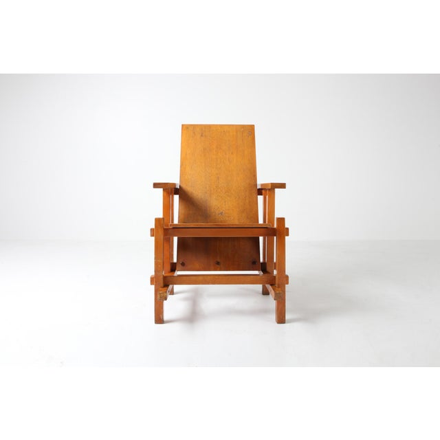 Modernist armchairs attributed to Gerrit Rietveld, designed in 1918. Well-made cubist armchairs in beech Great Patina and...