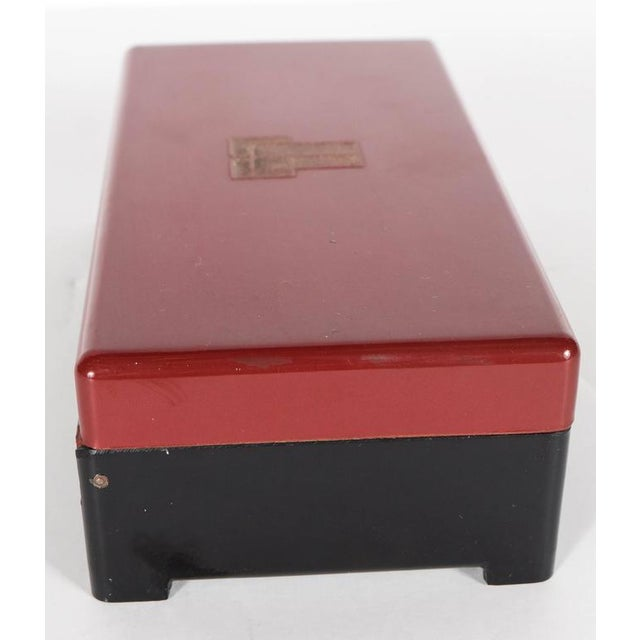 1930s Streamlined Art Deco Bakelite Box with Burgundy Top with Cubist Detail For Sale - Image 5 of 7