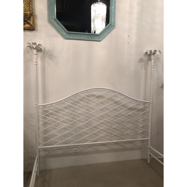 White Vintage Hollywood Regency Chinese Chippendale White Lacquered Faux Bamboo Palm Tree Leaf 4 Poster Canopy Bed King Size For Sale - Image 8 of 13