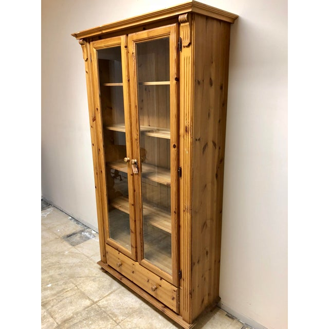 Beautiful 5 shelf glass front pine bookcase. In excellent shape with many uses.