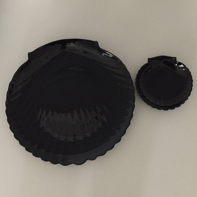 70s Arcoroc French Deco Jet Black Glass Clamshell Dinnerware Set- 24 Pieces For Sale - Image 13 of 13