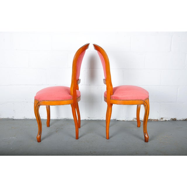1950s Pair of Vintage French Louis XV Maple Dining Chairs W/ Off-Red Herringbone Wool Upholstery For Sale - Image 9 of 13