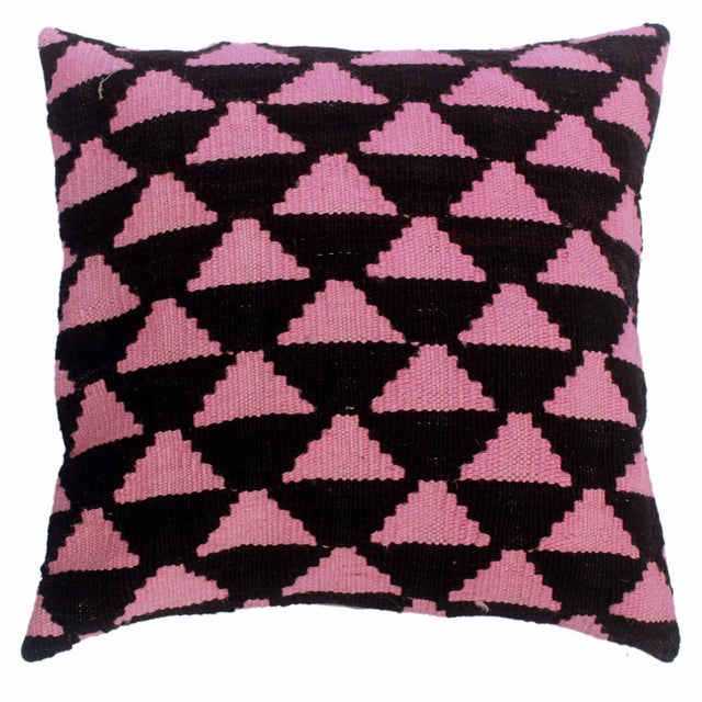 "Dena Black/Pink Hand-Woven Kilim Throw Pillow(18""x18"") For Sale In New York - Image 6 of 6"