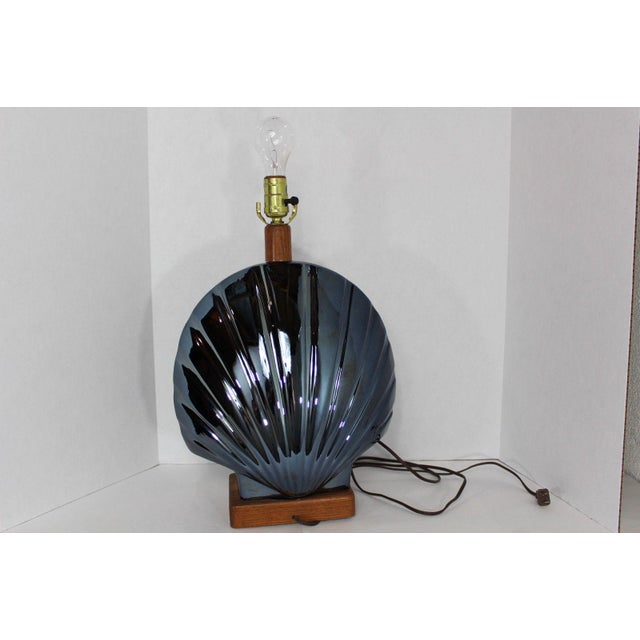 1950s Vintage Art Deco Style Large Metallic Blue Shell Table Lamp For Sale - Image 9 of 10