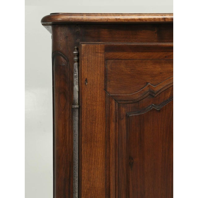 """Antique French """"très Grand"""" Buffet in Walnut For Sale - Image 4 of 10"""