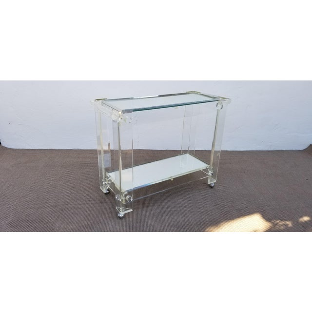 1970s Mid-Century Modern Lucite Mirrored Glass 2-Tier Bar Cart or Trolley For Sale In Miami - Image 6 of 12