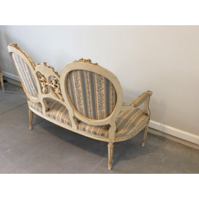 Early 19th Century Louis XVI Giltwood Silk Upholstered Settee - Impeccable Condition For Sale - Image 4 of 7