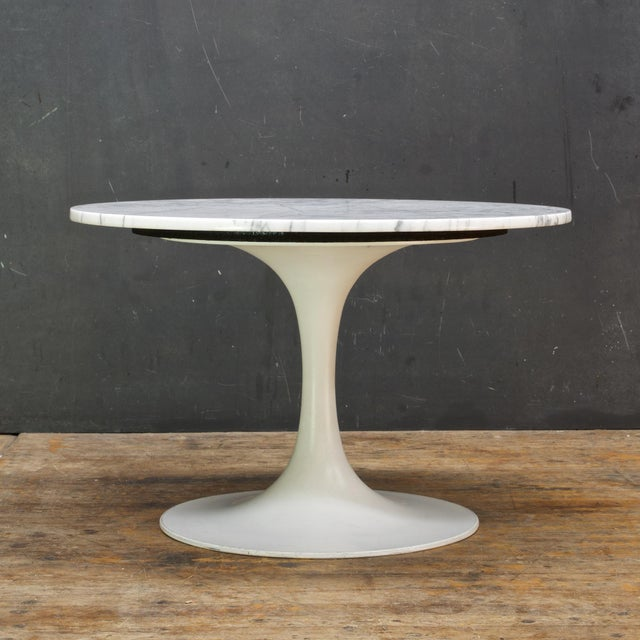 Burke, Inc. 1960s International Style White Carrara Marble Tulip Coffee Table by Burke For Sale - Image 4 of 6