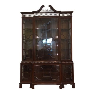 1980s Chippendale Style Baker Furniture Company Mahogany Breakfront For Sale