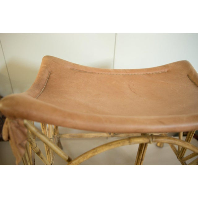 :: Vintage circa 1970s deerskin foot stool that has such a great look and feel, with a sloped curvy form.