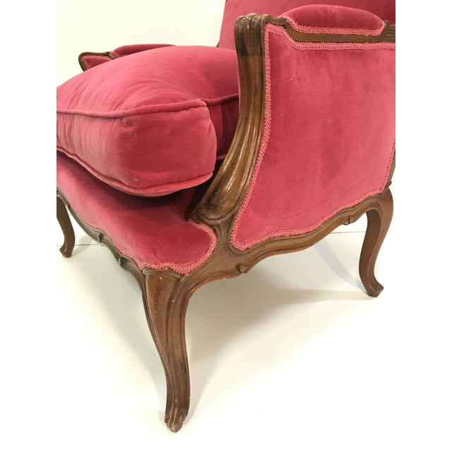 Louis XV Revival Pink Velvet Vintage Country French Wide Bergere Marquise Chair Mahogany Cabriole Legs For Sale - Image 12 of 13