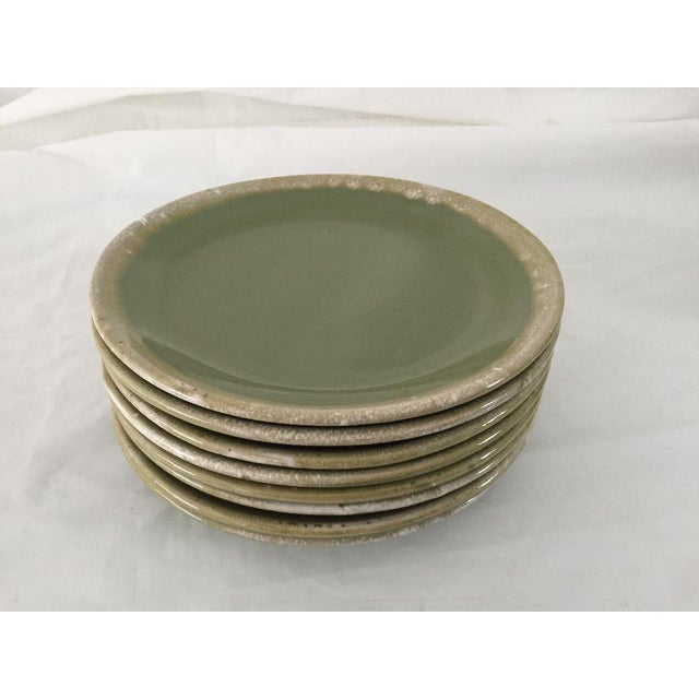 Mid-Century Hull Pottery Green Drip Glaze Dinner Plates - Set of 8 For Sale In New York - Image 6 of 6