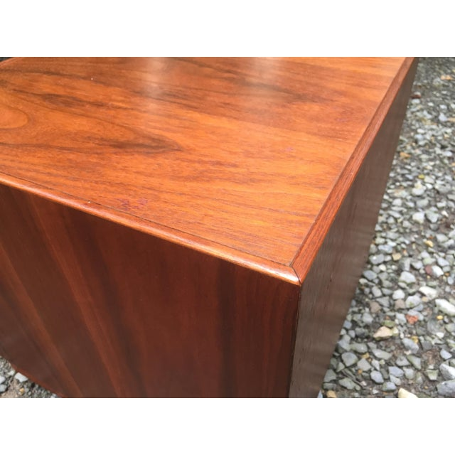 Jens Risom Mid Century Modern Cube Tables ~ a Pair For Sale - Image 9 of 13